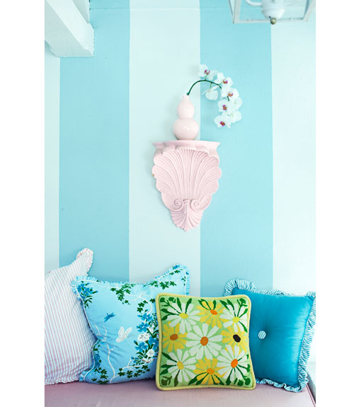 blue-striped-walls-pillows-0311-sommers07-xl